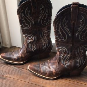 Ariat Heritage X Toe Western Boot.  Size 8 women's